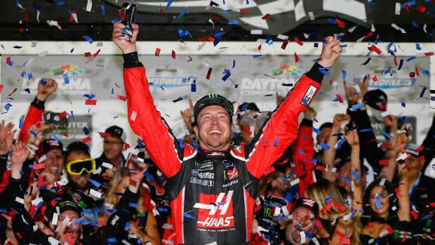 Kurt Busch wins Daytona 500 - IMAGE