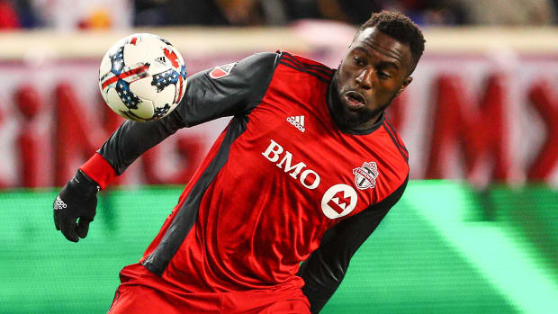 jozy-altidore-red-bulls-fans-boos-jehovah-witness.jpg