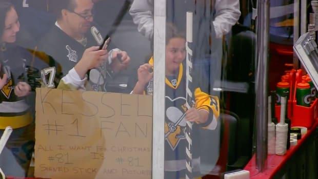 penguins-fan-phil-kessel-signed-stick-video.png