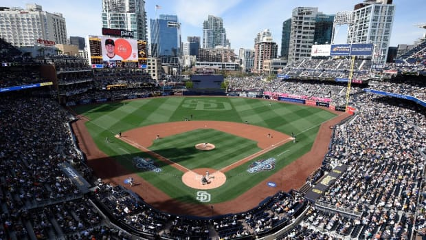Fan struck by bat at Padres game - IMAGE