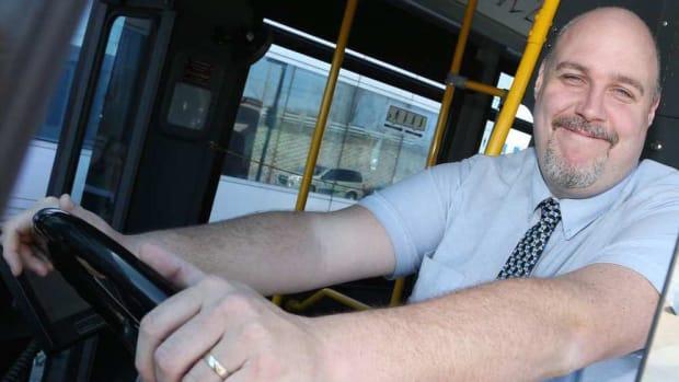 ottawa-bus-driver-dan-stoddard-algonquin-college-basketball.jpg