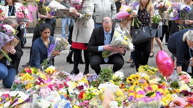 manchester-attack-terror-chelsea-arsenal-parade.jpg