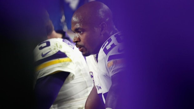 Adrian Peterson will hit free agency after Vikings decline his option - IMAGE