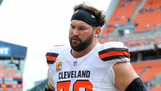 Report: Joe Thomas Out for the Season With Torn Triceps - IMAGE