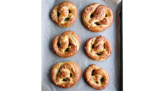 super-bowl-recipes-soft-pretzels.jpg