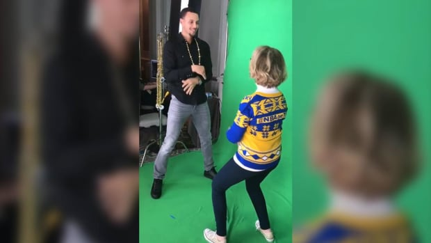 Warriors Dance Cam Mom faces off with Steph Curry - IMAGE