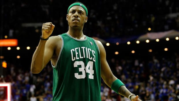 Paul Pierce signs with Boston to retire as a Celtic - IMAGE