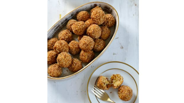 super-bowl-recipes-mini-sausage-and-parmesan-rice-balls.jpg