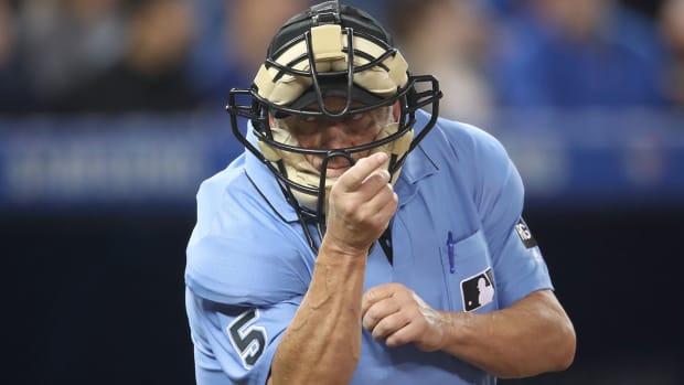 dale-scott-umpire-retires.jpg