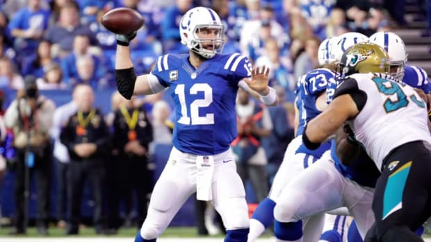 Colts quarterback Andrew Luck undergoes right shoulder surgery - IMAGE