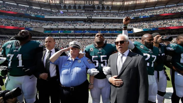 eagles-player-protest.jpg