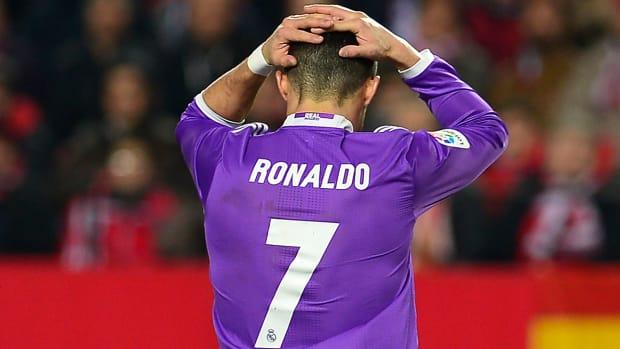 real-madrid-ronaldo-hands-on-head.jpg