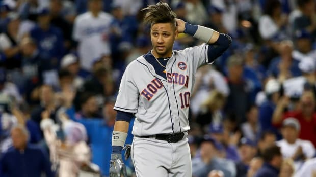 Yuli Gurriel Tips His Hat to Yu Darvish During Game 7 of World Series - iMAGE