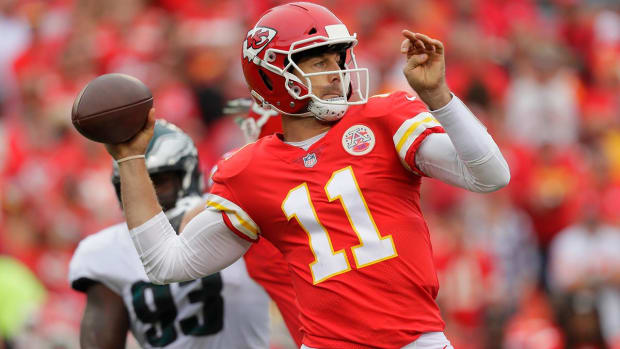Report: Chiefs Likely To Hear Alex Smith Trade Offers Next Year - IMAGE