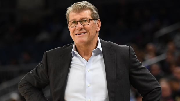 UConn's Geno Auriemma Becomes Fastest Ever To 1,000 Career Wins--IMAGE