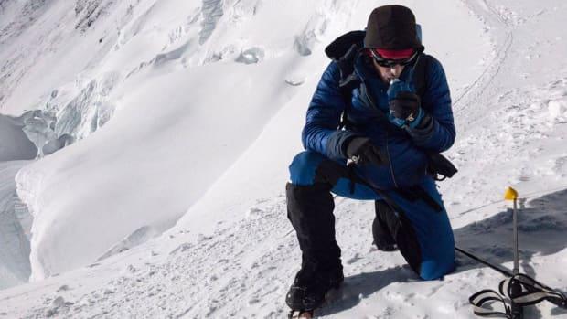 kilian-jornet-climbs-mount-everest-26-hours.jpg