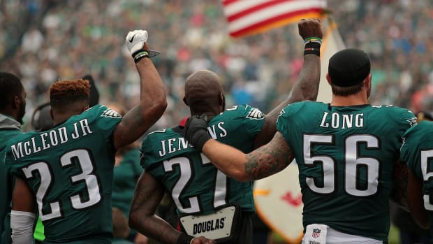 Eagles Safety Malcolm Jenkins Won't Raise Fist During National Anthem Anymore - IMAGE