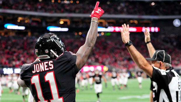 Julio Jones Dominates Buccaneers and Puts NFC South On Notice - IMAGE