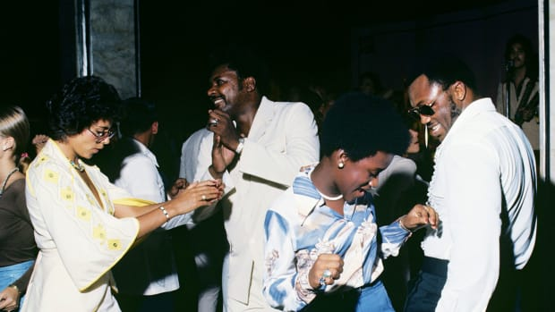 1975-1001-Don-King-Joe-Frazier-dancing-015272950.jpg