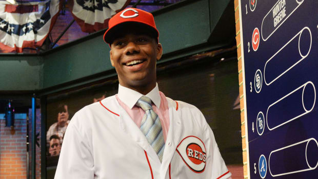 hunter-greene-reds-bonus.jpg