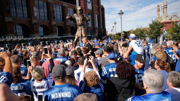 mmqb-peyton-manning-statue.jpg
