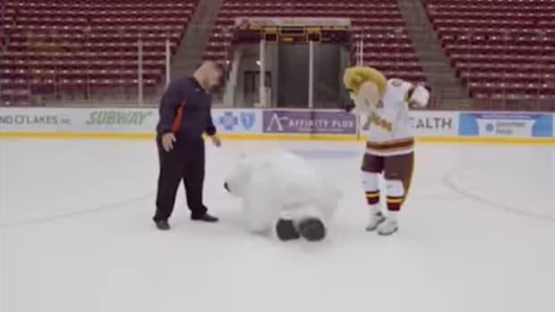 polar-bear-mascot-ice-slip-video.png