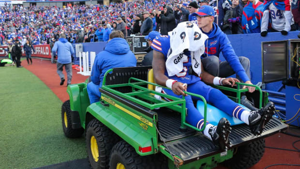 Tyrod Taylor Injures Knee in Loss to Patriots--IMAGE