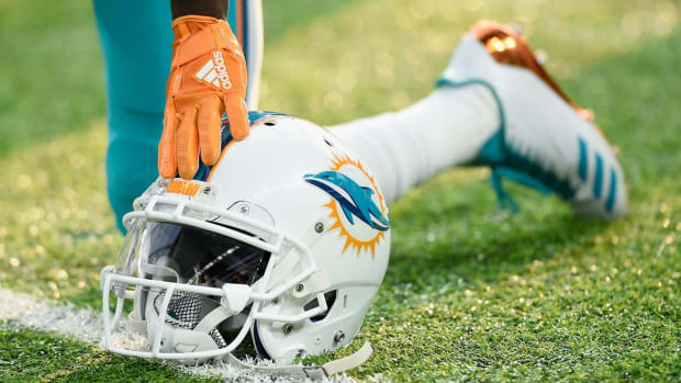 NFL Moves Dolphins-Buccaneers Game to Week 11 Due to Hurricane Irma - IMAGE