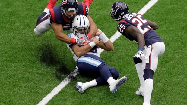 Titans QB Marcus Mariota Out vs. Texans Due to Hamstring Injury - IMAGE