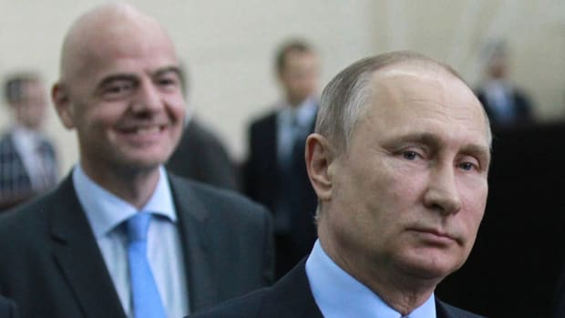 putin-russia-soccer-team.jpg