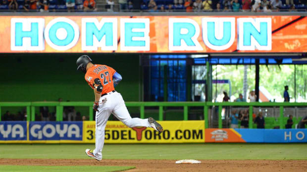Giancarlo Stanton Sets Marlins Record With 43rd Home Run of Season - IMAGE