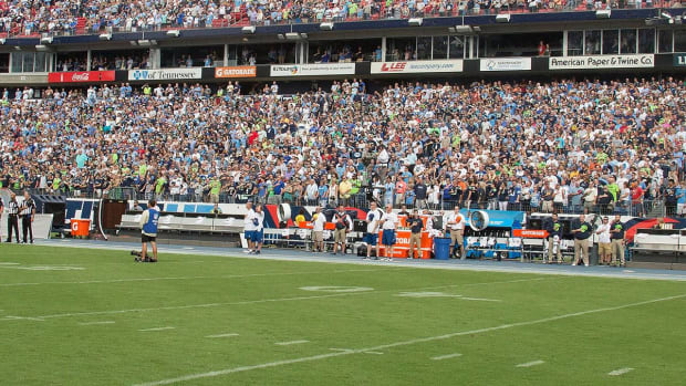 NFL Won't Discipline Teams That Skipped Anthem - IMAGE
