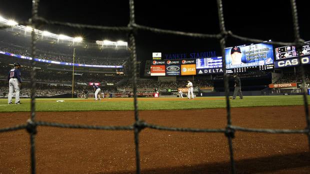 yankee-stadium-expanding-netting.jpg