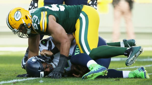 russell-wilson-seattle-seahawks-sacked-green-bay-packers.png