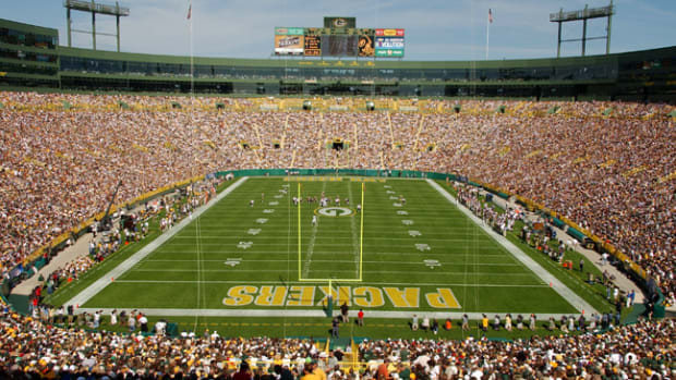 lambeau-field-green-bay-packers-650-433-themmqb.png