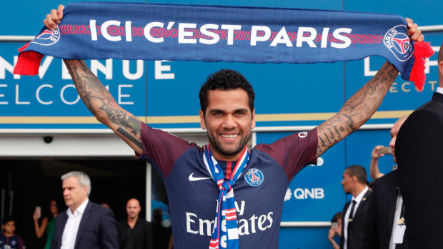 dani-alves-psg-transfer.jpg
