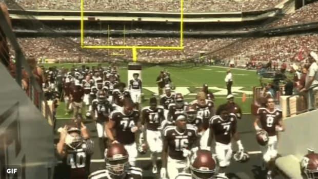 texas-am-player-flips-off-fans.jpg