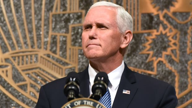 mike-pence-leaves-colts-game-national-anthem-protests.jpg
