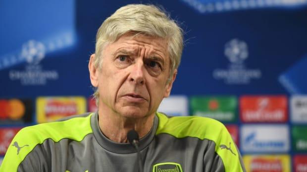 Arsene-Wenger-Alexis-Rift.jpg
