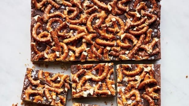 salty-sweet-chocolate-pretzel-bars-xl-recipe0117.jpg