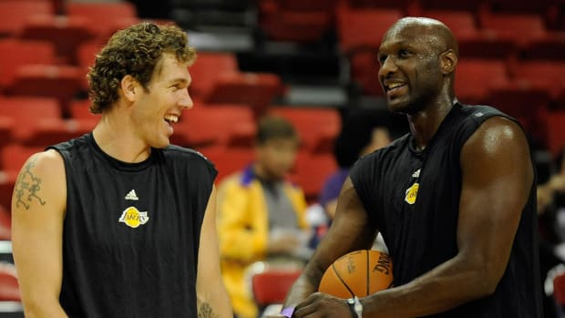 Luke Walton discussed coaching role for Lamar Odom - IMAGE