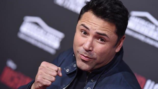 Oscar De La Hoya Says He Can Beat Conor McGregor in Two Rounds - IMAGE
