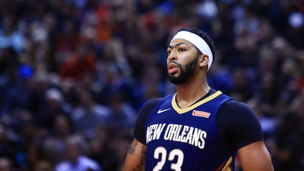 Pelicans' Anthony Davis Leaves Game With Groin Injury - IMAGE
