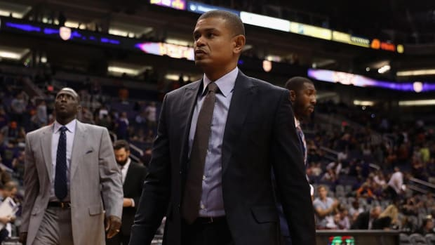Report: Suns Head Coach Earl Watson Fired After 0–3 Start - IMAGE