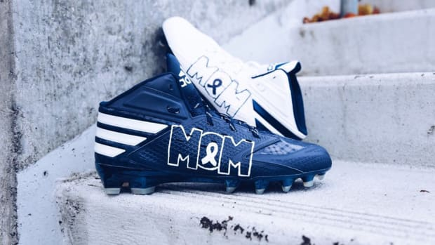 dak-prescott-mom-cleats.jpg