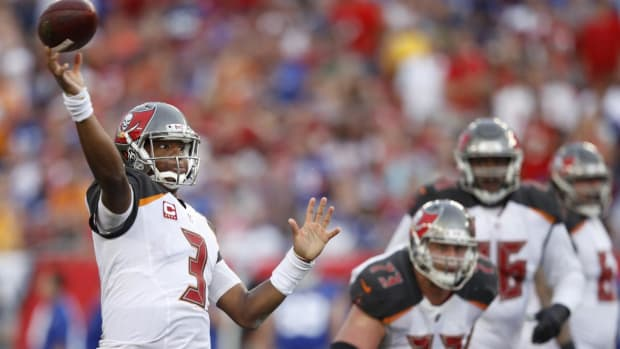 Jameis Winston Will Start Sunday Despite Injured Throwing Shoulder - IMAGE