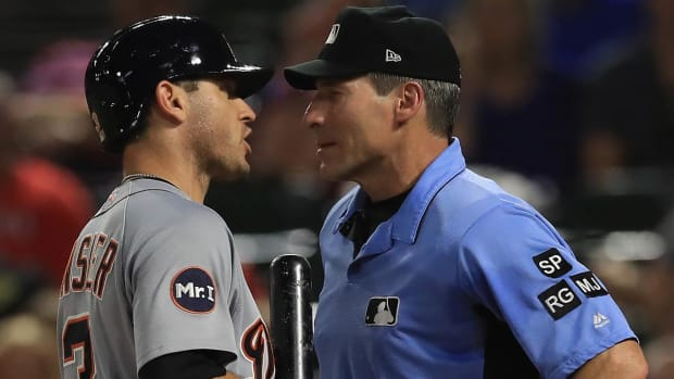 MLB Umpires Wear White Armband to Protest 'Escalating Verbal Attacks'--IMAGE