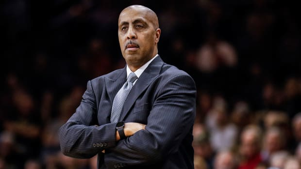 lorenzo-romar-washington-out.jpg