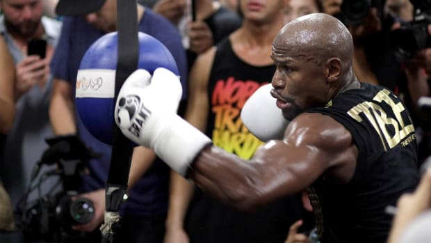 Dana White Says UFC, Floyd Mayweather Jr. Discussing Deal - IMAGE