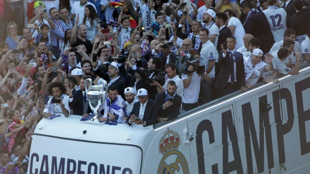real-madrid-bus-ucl-champs.jpg